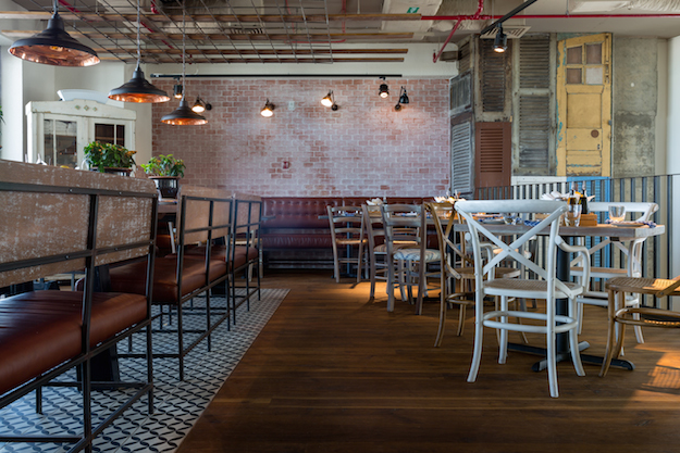 «Eat Greek», το ελληνικό εστιατόριο στο Ντουμπάι που τρελαίνει τους Αραβες [εικόνες]