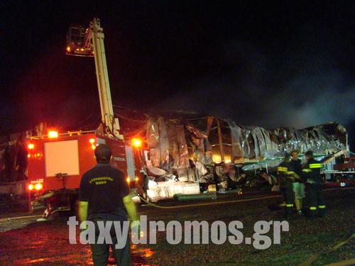 Τεράστια καταστροφή από την πυρκαγιά σε εξαγωγική βιομηχανία επεξεργασίας και τυποποίησης ελαιών στη Χλόη Βελεστίνου