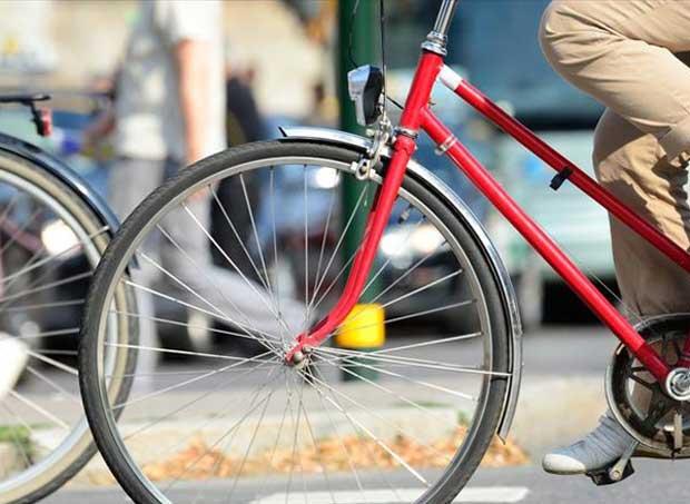 Επιχείρησε να μιμηθεί τον ποδηλάτη τσαντάκια