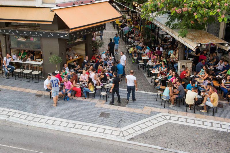 Η Λάρισα αναδεικνύεται σε... πόλη του καφέ με 1674 καφετέριες!