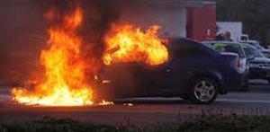 Καίγονται αυτοκίνητα σε μάντρα κοντά στο Κουτσόχερο