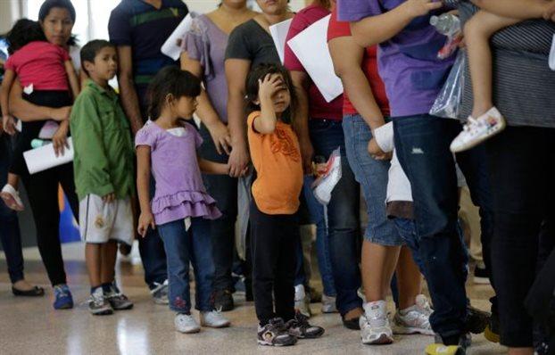 Spiegel: Οι ΗΠΑ «παλεύουν» με το κύμα μαζικής εισροής ανηλίκων