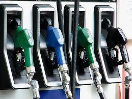 Απλησίαστη η βενζίνη ~ «ΤΣΙΜΠΑΕΙ» Η ΤΙΜΗ ΤΗΣ ΣΤΙΣ Β. ΣΠΟΡΑΔΕΣ