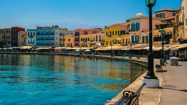 Ακριβή η διαμονή στα ελληνικά νησιά τον Αύγουστο -Πώς διαμορφώνονται οι τιμές των ξενοδοχείων [πίνακες]
