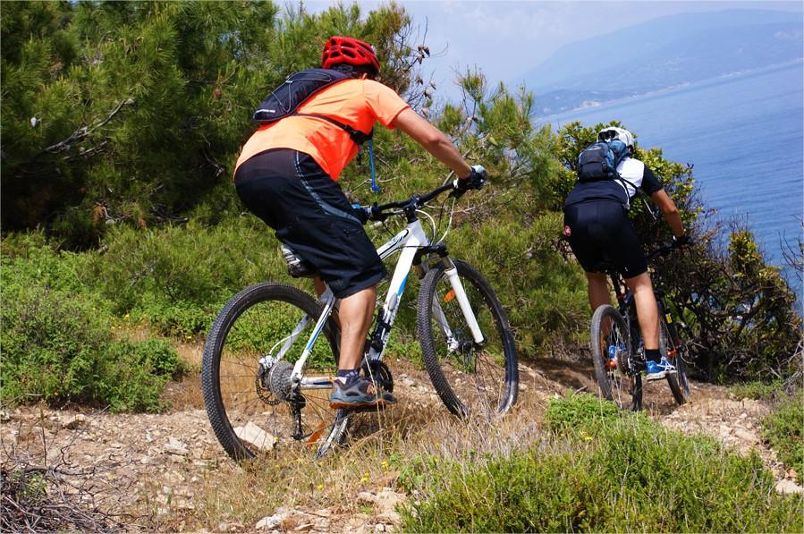 Βόλτα στη Σκιάθο με ποδήλατα