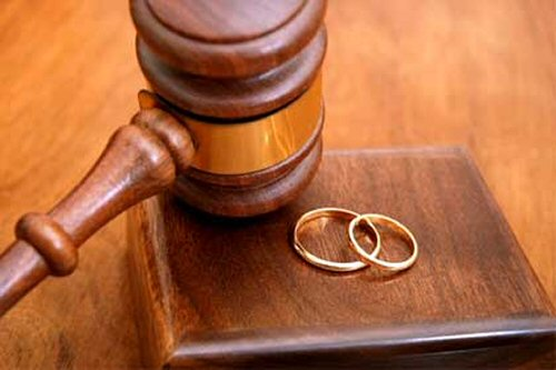 Αναστέλλουν την έκδοση διαζυγίων λόγω εξόδων