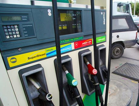«Φαρμάκι» η βενζίνη στην κορύφωση της τουριστικής σεζόν