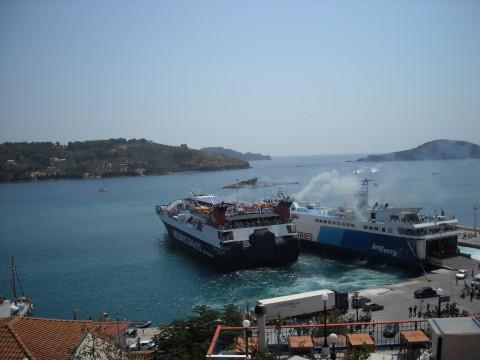 Επιτέλους επισκευάζεται το λιμάνι της Σκιάθου