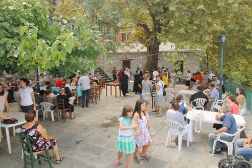 Εγκαινιάστηκε το δημοτικό καφενείο στο Βένετο