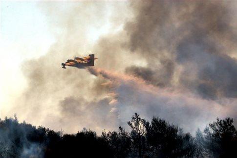 Μάχη με τις φλόγες στα Ζερμπίσια Μεσσηνίας, εκκένωση οικισμού