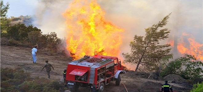 Μαίνεται η φωτιά στα Αντιχάσια Τρικάλων