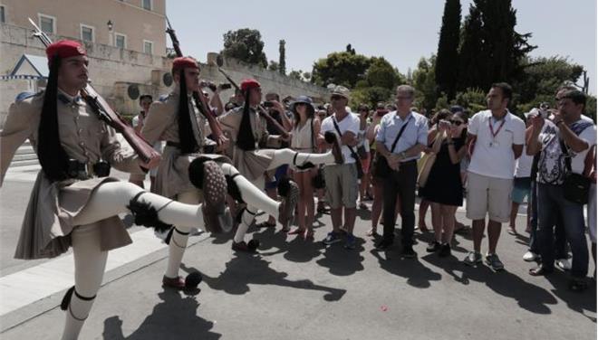 «Ικανοποιημένοι» από τις υπηρεσίες στην Ελλάδα οκτώ στους 10 τουρίστες