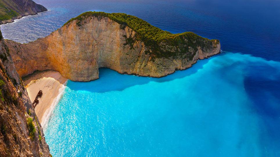 Τρεις ελληνικές παραλίες στη λίστα της El Mundo με τις 25 πιο απίστευτες ακτές της Ευρώπης