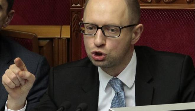 Νέες κυρώσεις κατά της Ρωσίας ζητεί ο Γιατσενιούκ