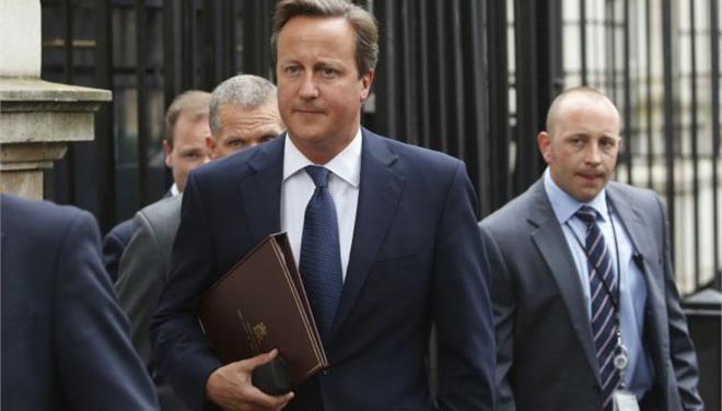 Tη δυνατότητα κατάσχεσης διαβατηρίων αποκτά η βρετανική αστυνομία, ανακοίνωσε ο Κάμερον