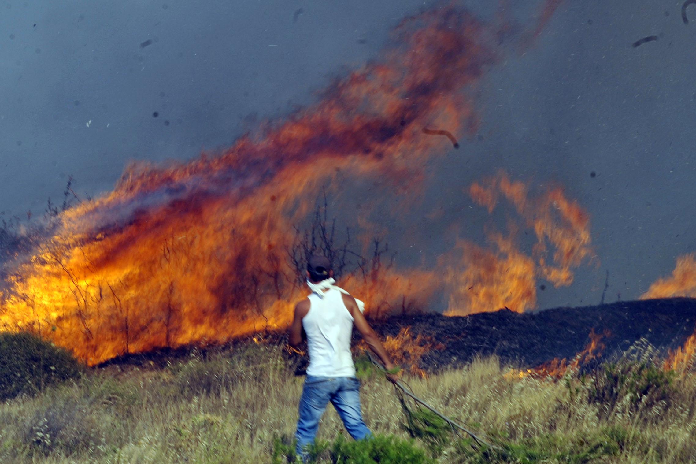 Ξέσπασαν άλλες τρεις πυρκαγιές ~ ΜΙΑ ΒΡΟΧΗ ΘΑ ΤΟΥΣ ΣΩΣΕΙ...