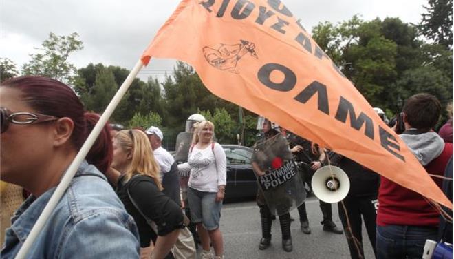 Διαμαρτυρία σχολικών φυλάκων έξω από τα γραφεία του ΠΑΣΟΚ