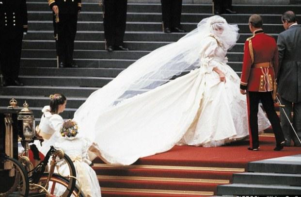 Πού θα πάει το νυφικό της πριγκίπισσας Νταϊάνα, σύμφωνα με τη διαθήκη της