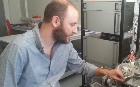 Δημήτρης Παπαναστασίου: Ο Ελληνας ερευνητής που τιμήθηκε με το σημαντικότερο βραβείο εφαρμοσμένης φυσικής