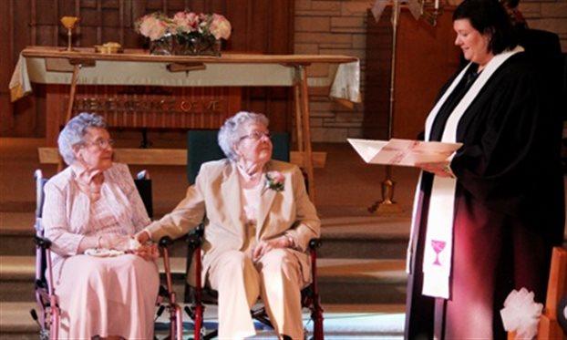 ΗΠΑ: Ομοφυλόφιλες παντρεύτηκαν στα ενενήντα τους