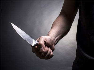 Κυνήγησε με μαχαίρι τη σύζυγό του και τα παιδιά του