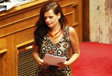 Διαζύγιο ζήτησε η βουλευτής της ΔΗΜΑΡ Μαρία Γιαννακάκη μετά την αποκάλυψη για το πλαστό πτυχίο του συζύγου της