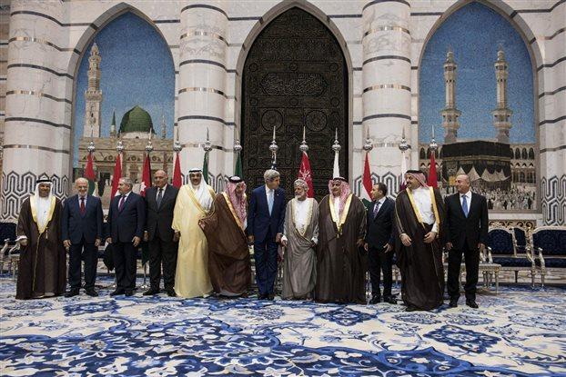 Δέκα αραβικές χώρες δεσμεύτηκαν στο πλευρό των ΗΠΑ κατά των τζιχαντιστών