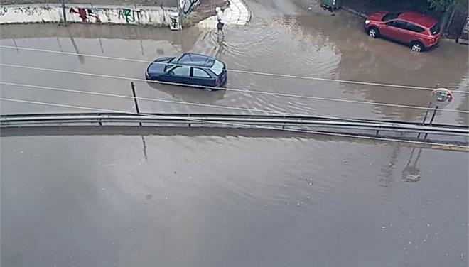 Πλημμύρισαν δρόμοι και υπόγεια από την καταιγίδα στην Αττική