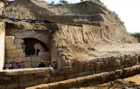 Οι Σκοπιανοί έχουν νεύρα με την Αμφίπολη: Βρίζουν τα ξένα μέσα που ονόμασαν τον τάφο ελληνικό!
