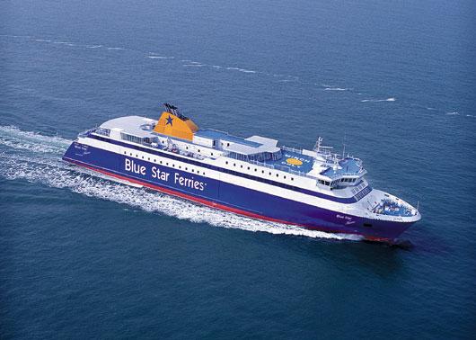 Ο καπετάνιος του Blue Star Paros σχημάτισε... σταυρό στη θάλασσα [βίντεο]