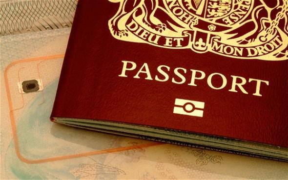 Τρεις συλλήψεις για πλαστά διαβατήρια