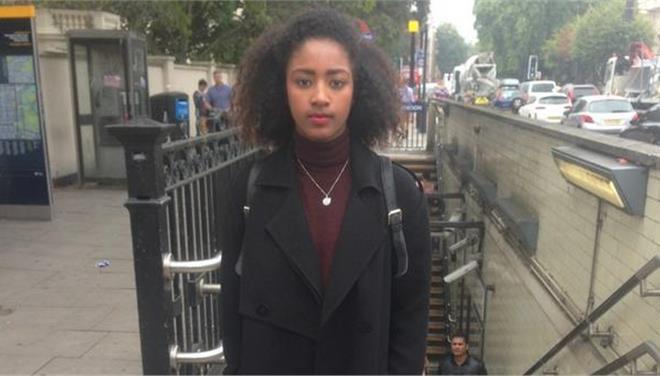 Σάλος από ρατσιστική επίθεση στο μετρό του Λονδίνου: «Με κλώτσαγε και κανείς δεν αντιδρούσε»