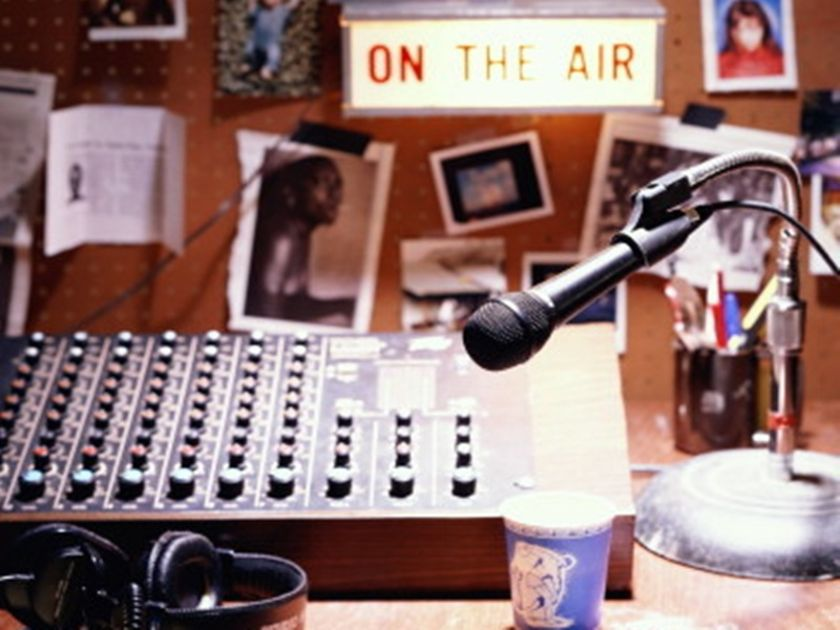 Συνέντευξη Ισπανών μαθητών στο στούντιο ραδιοφωνικού σταθμού του 1ου ΕΚ Βόλου