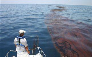 Κηλίδες πετρελαιοειδών εντοπίστηκαν στο Λαύριο