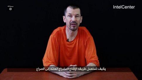 Τρίτο βίντεο «κήρυγμα» βρετανού ομήρου της ISIS ενώ οι επιδρομές συνεχίζονται