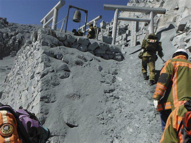 Ιαπωνία: Κίνδυνος νέας έκρηξης του ηφαιστείου Οντάκε «παγώνει» τις έρευνες