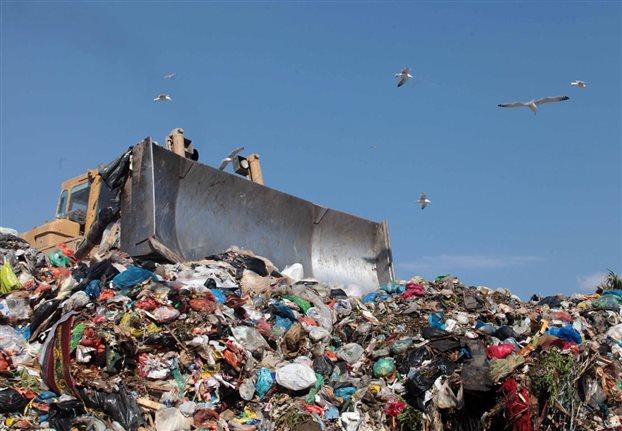 Θολό τοπίο στο ΧΥΤΑ με απόβλητα-προϊόντα προς καταστροφή