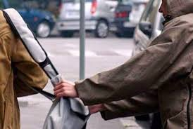 Λάρισα: Χτύπησαν 47χρονη για να της πάρουν την τσάντα