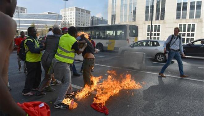 Λιβανέζος αυτοπυρπολήθηκε στις Βρυξέλλες, και μετανάστης από το Τσαντ σε προάστιο του Παρισιού
