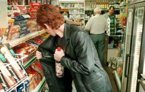 Έκλεψε 3 μπουκάλια αλκοόλ από σούπερ μάρκετ