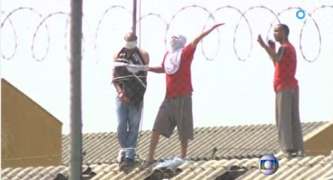 Κρατούμενοι κατέλαβαν τις φυλακές και βασανίζουν σωφρονιστικούς υπαλλήλους [βίντεο]
