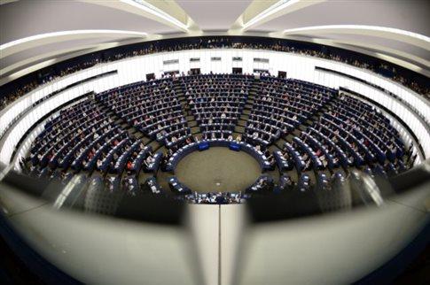 Φάρατζ κατά Σουλτς για «εκβιασμό» που διέλυσε την ευρω-ομάδα του