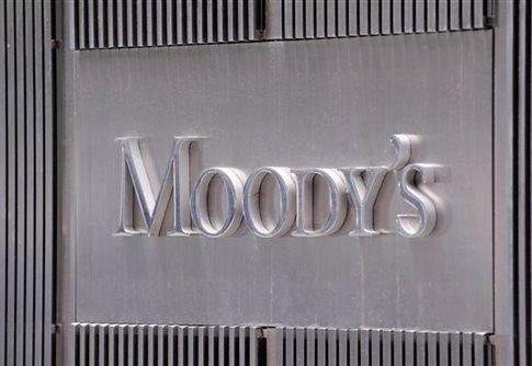 Την υποβάθμιση της ρωσικής οικονομίας ανακοίνωσε ο οίκος Moody's