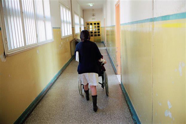 Παπακώστα: Εντός χρονοδιαγράμματος η ψυχιατρική μεταρρύθμιση
