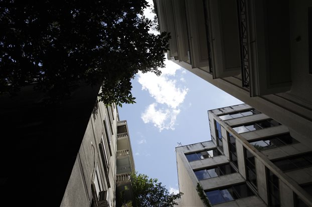 Πλειστηριασμοί 37 ακινήτων μεγαλο-οφειλετών του Δημοσίου