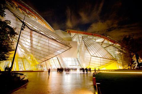 Ο Ολάντ εγκαινίασε το γυάλινο Ιδρυμα Louis Vuitton