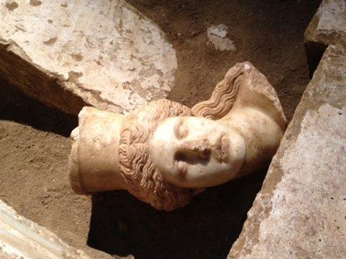 Βρέθηκε το κεφάλι της Σφίγγας στην Αμφίπολη