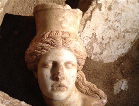 Αμφίπολη: Νέος γρίφος για τους αρχαιολόγους η κεφαλή της Σφίγγας