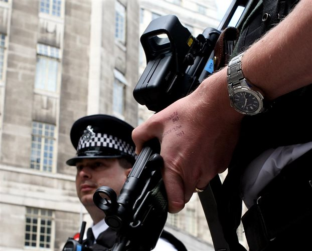 Συνελήφθη 25χρονη ύποπτη για τρομοκρατία στο βόρειο Λονδίνο