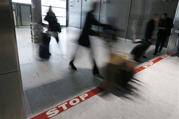 Γαλλία: Επέκταση ελέγχων για Εμπολα σε όλα τα μέσα μεταφοράς